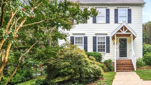 Photo 1 of 24 - 3801 Hollycrest Ct, Raleigh, NC 27612