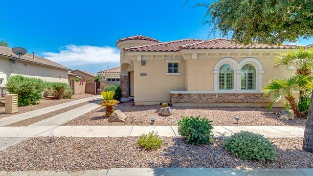 Photo 1 of 28 - 867 E Cherry Hills Dr, Chandler, AZ 85249
