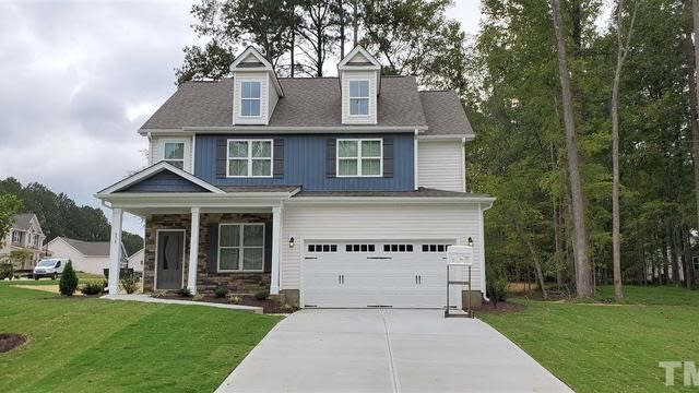 Photo 1 of 19 - 408 Forest Glen Dr, Youngsville, NC 27596