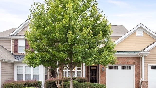 Photo 1 of 23 - 10119 Falls Meadow Ct, Raleigh, NC 27617