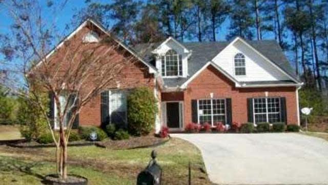 Photo 1 of 15 - 2055 Lena Carter Rd, Buford, GA 30519