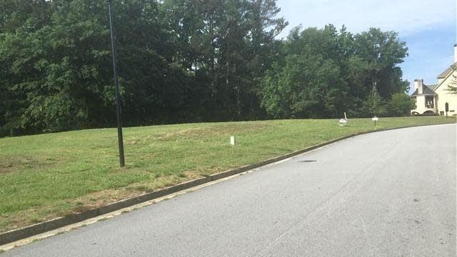 Photo 1 of 5 - 2726 Drayton Hall Dr, Buford, GA 30519