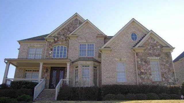 Photo 1 of 20 - 2502 Stone Manor Dr, Buford, GA 30519