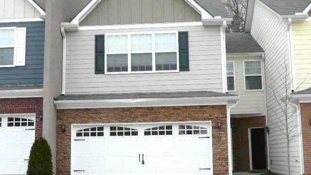 Photo 1 of 10 - 3172 Brockenhurst Dr, Buford, GA 30519