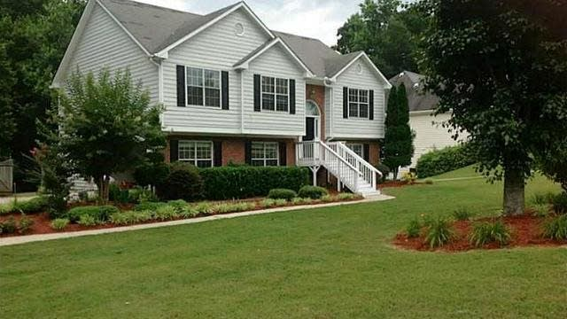 Photo 1 of 25 - 2095 Oakpointe Ct, Buford, GA 30519