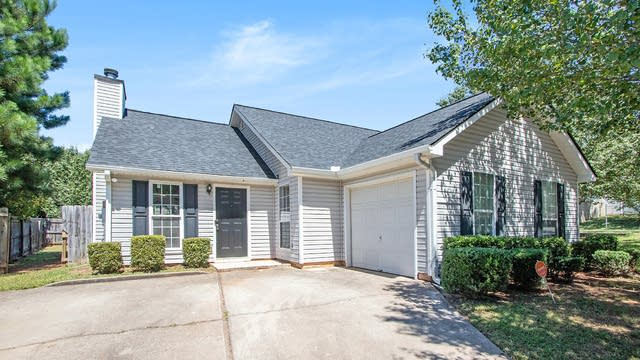 Photo 1 of 17 - 4333 Westglen Dr, Ellenwood, GA 30294