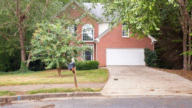Photo 1 of 29 - 285 Bluff Oak Dr, Roswell, GA 30076