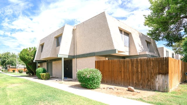 Photo 1 of 15 - 5928 W Golden Ln, Glendale, AZ 85302