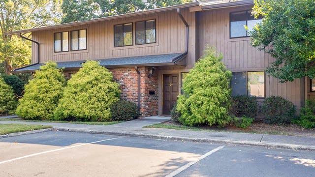 Photo 1 of 25 - 102 Oak Tree Dr, Chapel Hill, NC 27517
