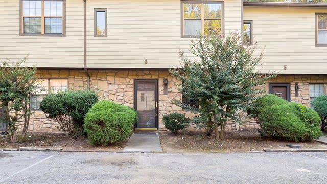 Photo 1 of 11 - 3622 Colchester St #6, Durham, NC 27707
