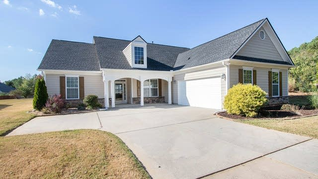 Photo 1 of 17 - 600 Holbeck Way, Locust Grove, GA 30248