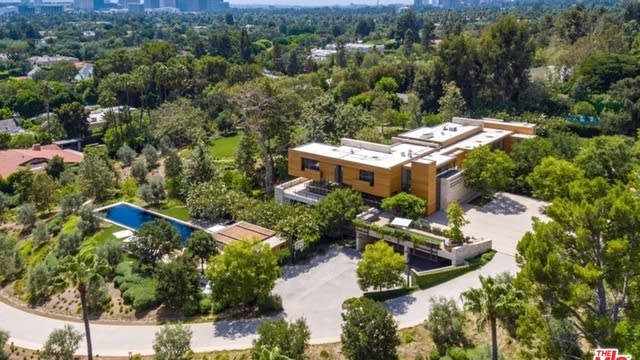 Photo 1 of 21 - 911 Foothill Rd, Beverly Hills, CA 90210