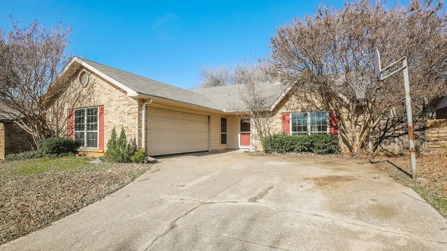Photo 1 of 25 - 7017 Forestview Dr, Arlington, TX 76016