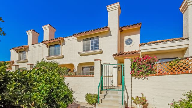 Photo 1 of 27 - 382 Country Club Dr Unit B, Simi Valley, CA 93065