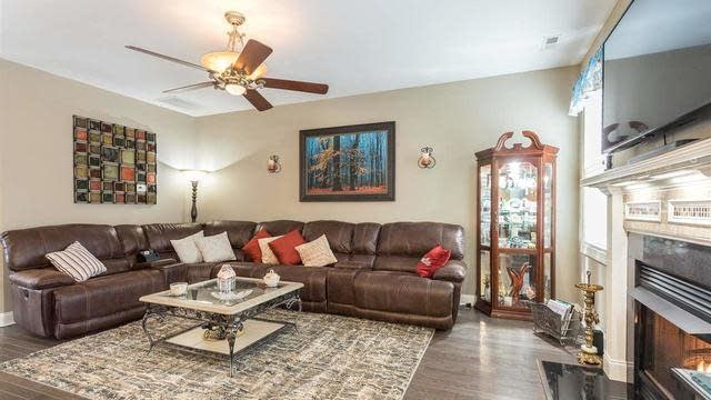 Photo 1 of 30 - 170 Boxwood Dr, Youngsville, NC 27596