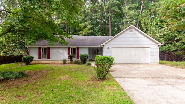 Photo 1 of 25 - 2230 Logan Dr, Jonesboro, GA 30236