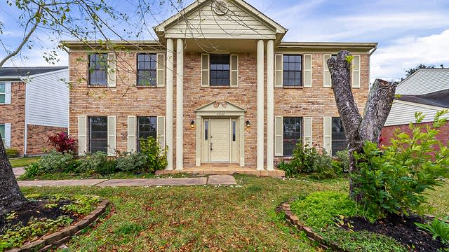 Photo 1 of 41 - 15127 Manorhill Dr, Houston, TX 77062