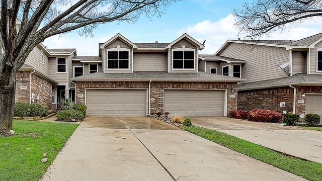 Photo 1 of 32 - 9909 Castlewood Dr, Plano, TX 75025