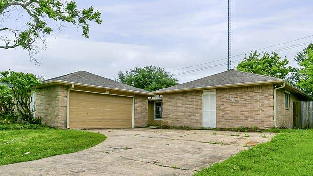 Photo 1 of 25 - 17183 Quail Park Dr, Missouri City, TX 77489