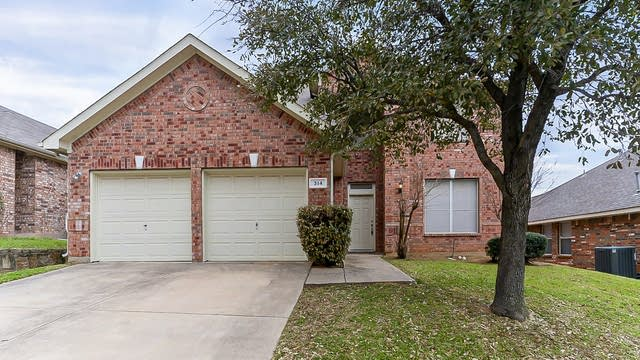 Photo 1 of 30 - 314 Renee Dr, Euless, TX 76040