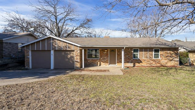 Photo 1 of 19 - 320 Arthur Dr, Kennedale, TX 76060