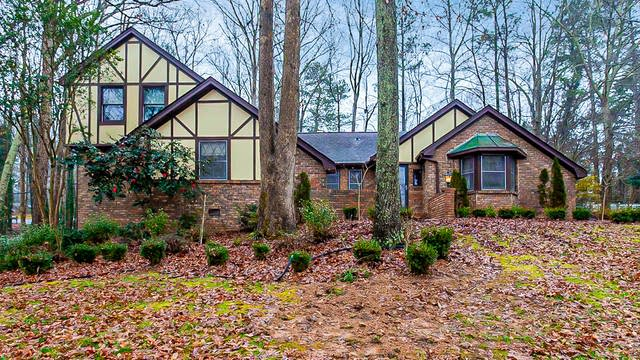 Photo 1 of 28 - 2550 Amalfi Dr, Conyers, GA 30012