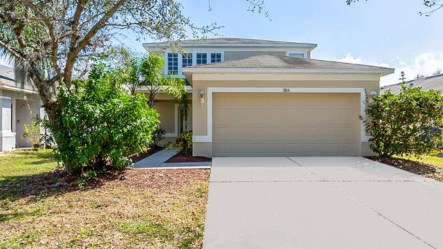 Photo 1 of 37 - 7814 Carriage Pointe Dr, Gibsonton, FL 33534