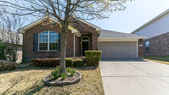 Photo 1 of 24 - 10629 Vista Heights Blvd, Fort Worth, TX 76108