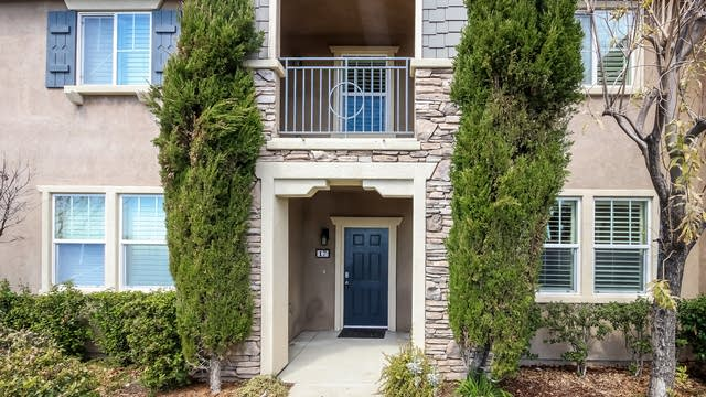 Photo 1 of 25 - 16727 Nicklaus Dr #17, Los Angeles, CA 91342