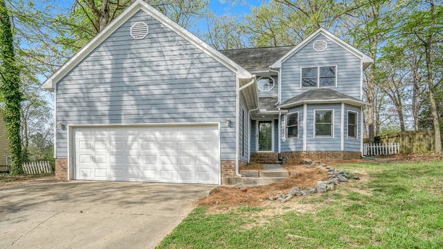 Photo 1 of 20 - 10004 Holly Tree Dr, Charlotte, NC 28215