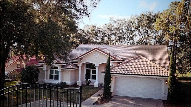 Photo 1 of 29 - 118 W Magnolia Ave, Howey In The Hills, FL 34737