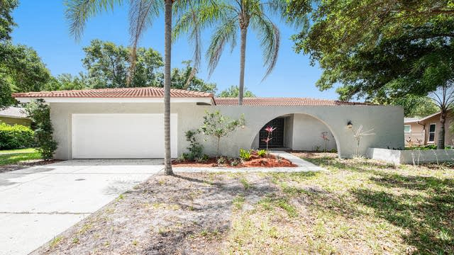 Photo 1 of 19 - 2677 Clubhouse Dr N, Clearwater, FL 33761