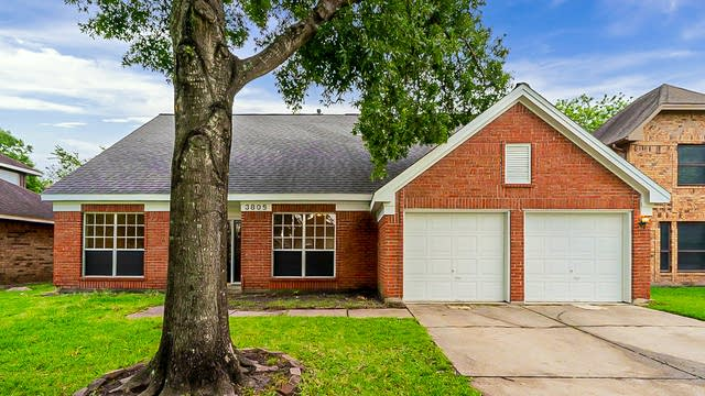 Photo 1 of 39 - 3805 Redbud Dr, La Porte, TX 77571