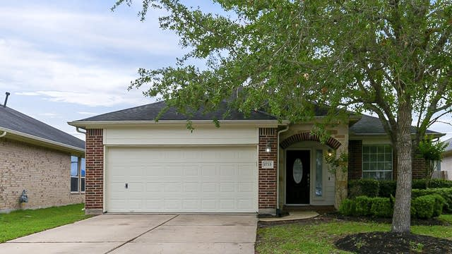 Photo 1 of 23 - 2713 Calico Creek Ln, Pearland, TX 77584