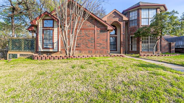 Photo 1 of 22 - 6614 Shorewood Dr, Arlington, TX 76016