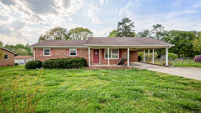 Photo 1 of 22 - 1307 Mayberry Rd, Dallas, NC 28034
