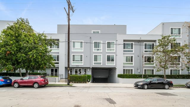 Photo 1 of 27 - 10878 Bloomfield St #301, Los Angeles, CA 91602