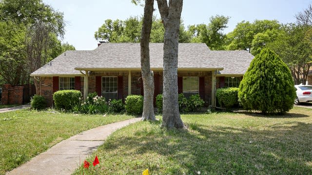 Photo 1 of 27 - 722 S Forest Ln, Duncanville, TX 75116