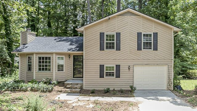 Photo 1 of 27 - 3079 Dover Dr, Duluth, GA 30096