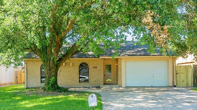 Photo 1 of 22 - 5211 Parkridge Dr, Houston, TX 77053