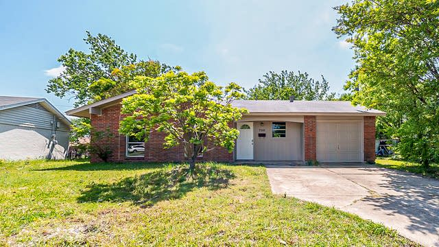 Photo 1 of 18 - 720 Brooks Dr, Mesquite, TX 75149
