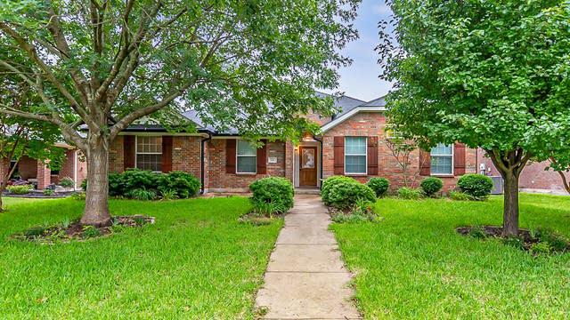 Photo 1 of 27 - 214 Garden Valley Ln, Red Oak, TX 75154