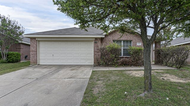 Photo 1 of 30 - 8448 Prairie Fire Dr, Fort Worth, TX 76131