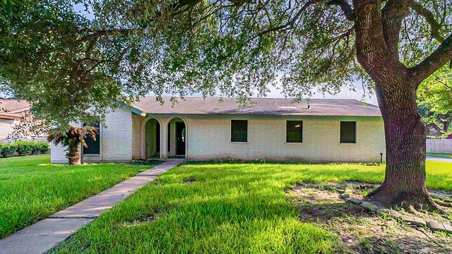 Photo 1 of 32 - 4715 Crepe Myrtle Ln, Pasadena, TX 77505