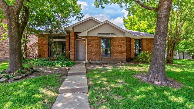 Photo 1 of 27 - 3921 Lois Cir, Rowlett, TX 75088