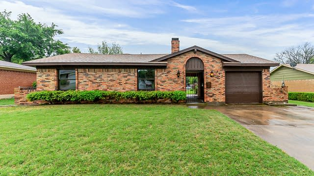 Photo 1 of 24 - 310 Van Rowe Ave, Duncanville, TX 75116