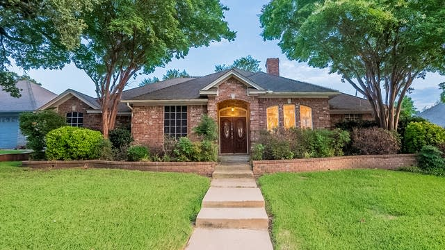 Photo 1 of 32 - 6710 Landover Hills Ln, Arlington, TX 76017
