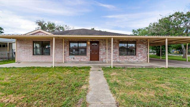 Photo 1 of 22 - 206 E Baetz Blvd, San Antonio, TX 78221