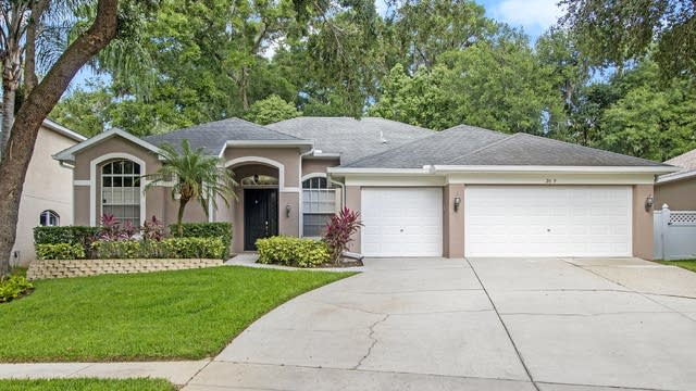 Photo 1 of 16 - 2009 Raven Manor Dr, Dover, FL 33594