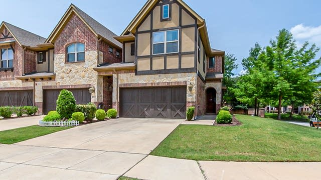 Photo 1 of 23 - 910 Brook Forest Ln, Euless, TX 76039